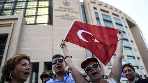 Guardian'dan Cumhuriyet gazetesine destek