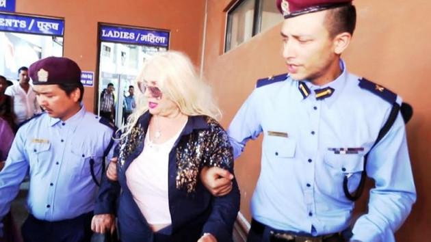 Dünya Güzellerim'de Banu Alkan'ı polisler götürüyor