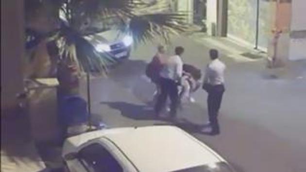 Taciz şikayetinde bulunan kadınlara polisten dayak