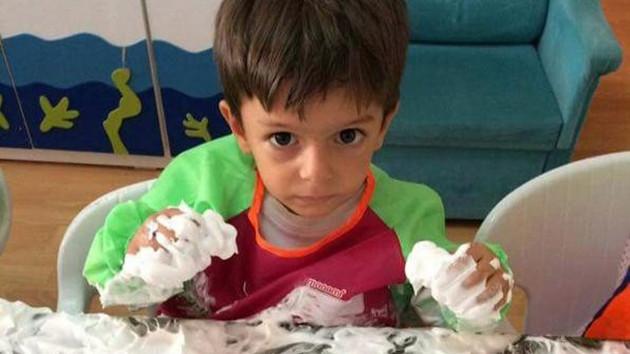 Serviste havasızlıktan ölen çocuğun ailesine okul yönetimi yalan söylemiş