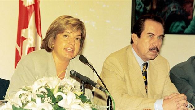 İntihar eden süper vali Hayri Kozakçıoğlu da Filiz Aker ile aşk yaşamıştı