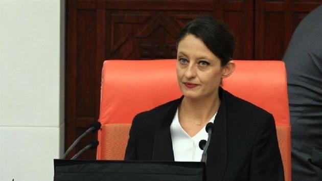 CHP'li Şafak Pavey milletvekilliğinden istifa etti
