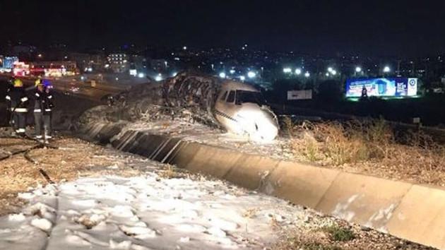 Son dakika: Atatürk Havalimanına uçak düştü! Özel jet kimin?