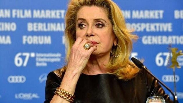 Berlusconi'den erkekler kadınlara asılmakta özgür olmalı diyen Deneuve'e destek