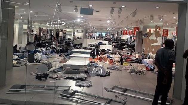 Reklamıyla tartışma yaratan H&M'in mağazasına saldırı