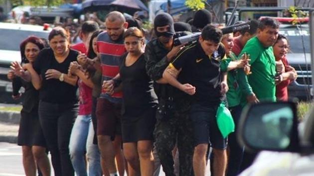 La Casa De Papel gibi soygun: Rehinelerden canlı kalkan yaptılar