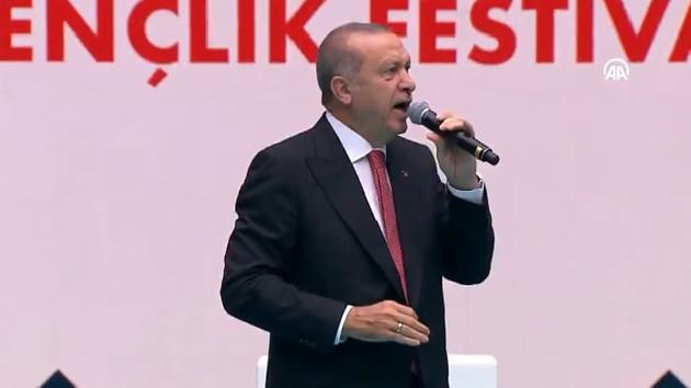 Erdoğan stat açılışında: Onlar çukur kazdılar biz ise bu abideleri diktik