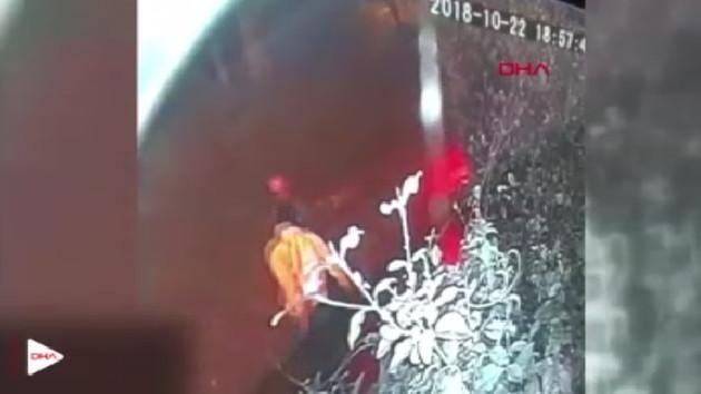 Kadıköy'de dehşet! Önüne geleni bıçakladı 9 yaralı