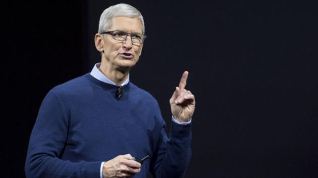 Apple CEO'su Tim Cook: Eşcinsel olmam bana tanrının en büyük hediyesi