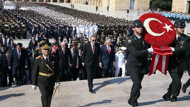 Eski AKP'li Resul Tosun: Reis Anıtkabir'e çelenk koymasın Kur'an okusun