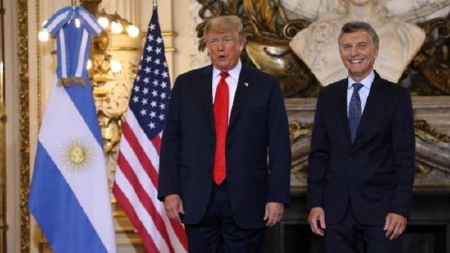 Tercümeyi beğenmeyen Trump kulaklığı yere attı: Senden daha iyi anlıyorum