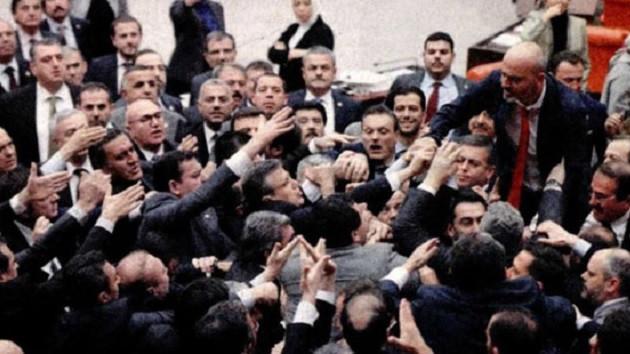 Meclis'te Ankara tren kazası kavgası: Sizin yüzünüzden oldu