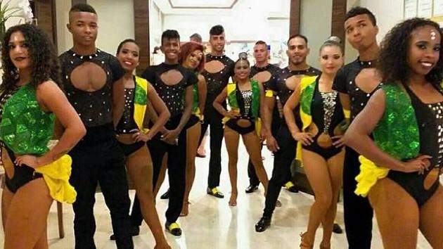 Kolombiyalı dansçılar 12 gündür Atatürk Havalimanı'nda yaşıyor