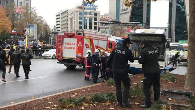 Ankara'da belediye otobüsü yayalara çarptı: Yaralılar var