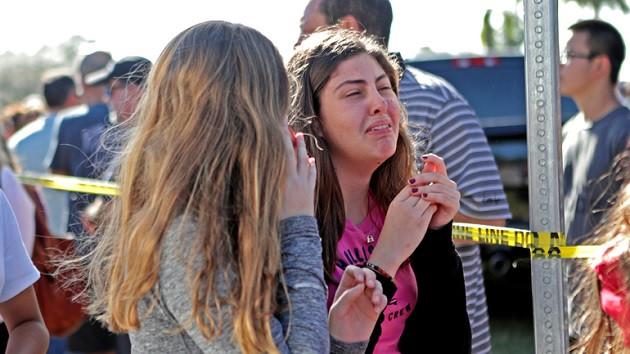 Amerika'da liseye silahlı saldırı: 17 ölü