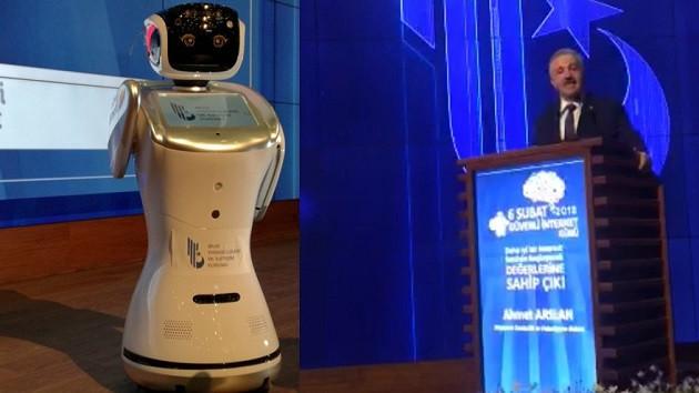 Ulaştırma Bakanı Arslan robotla tartıştı: Gereğini yapın lütfen
