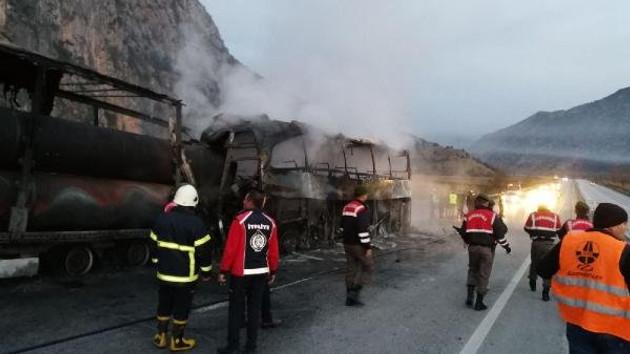 İstanbul Tokat otobüsü Çorum'da Tır'a çarptı: 13 ölü | Son dakika haberleri