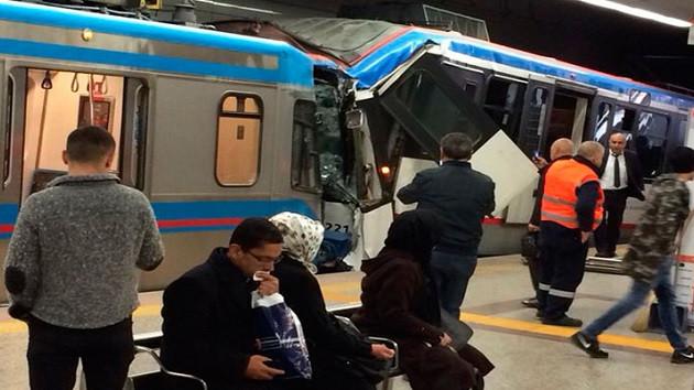 İstanbul'da tramvaylar çarpıştı! Yaralılar var