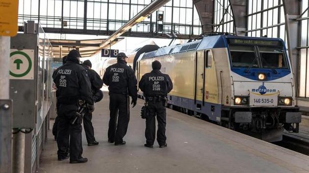 Almanya'da bir trende tecavüz skandalı: Tüm yolcular gözaltına alındı!