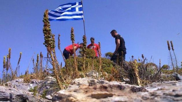 Yunanistan'dan kayalık krizine yanıt: Bayrak duruyor
