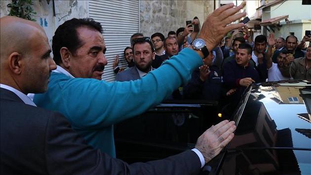 İbrahim Tatlıses İzmir'den milletvekili aday adayı oldu