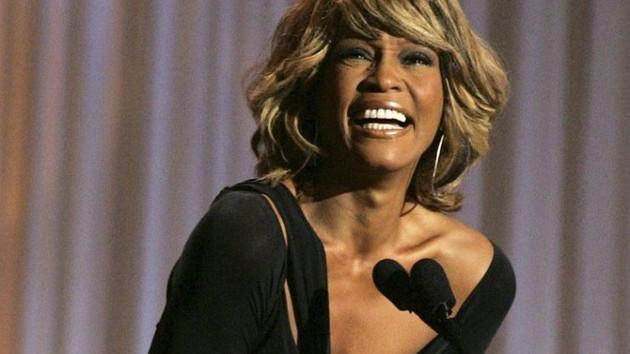 Whitney Houston belgeselinde ortaya çıkan cinsel taciz skandalı şok etkisi yarattı