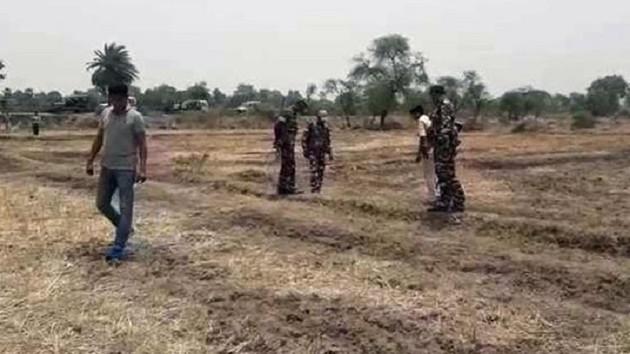 Hindistan'ta korkunç olay! Babayı ağaca bağladılar, anne ve kıza toplu tecavüz!