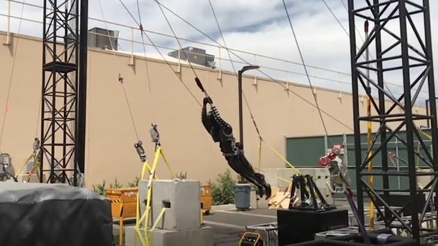 Disney'in yeni robotları akrobatlara taş çıkartıyor