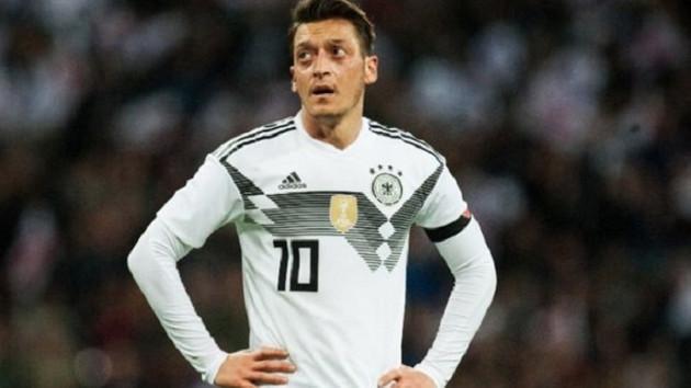 Mesut Özil Almanya yerine Türkiye için oynayabilir mi?