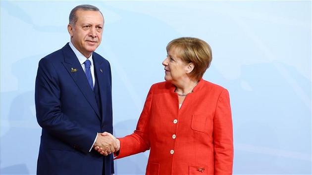 NATO zirvesinde Erdoğan Merkel görüşmesi başladı