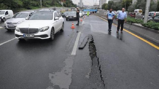Ankara'da sağanak yağış yolu çökertti