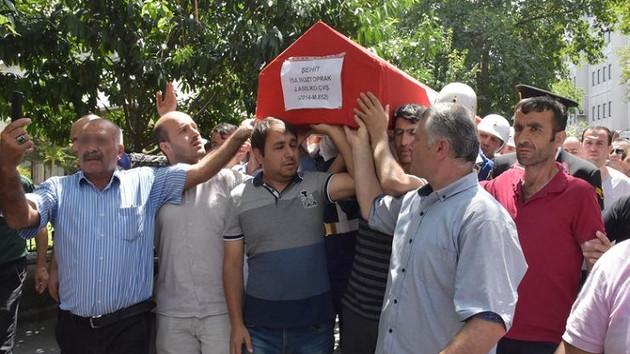 Şehit cenazesinde skandal fotoğraf