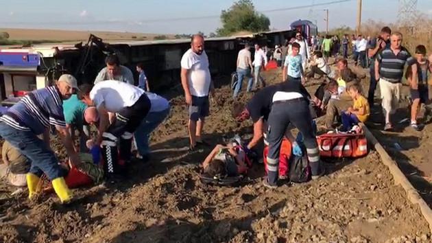 Uzunköprü-İstanbul treni Tekirdağ'da devrildi: Ölü ve yaralılar var