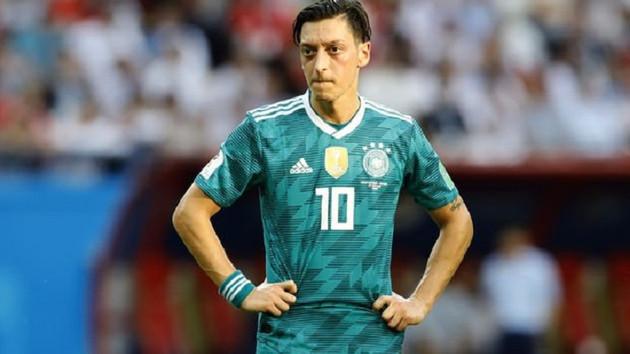 Son dakika: Mesut Özil Almanya'yı bıraktı mı?