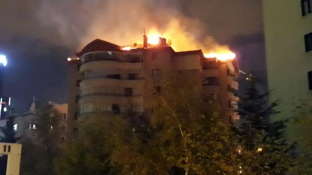 Ankara'da 9 katlı binanın çatısında korkutan yangın