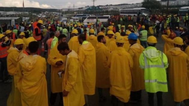 3. havalimanı işçileri eylem başlattı: Yönetim binasının camları kırıldı
