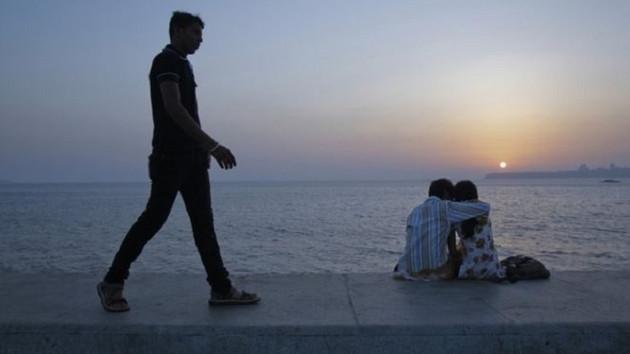 Hindistan'da zina suç olmaktan çıkarıldı: Koca kadının efendisi değildir