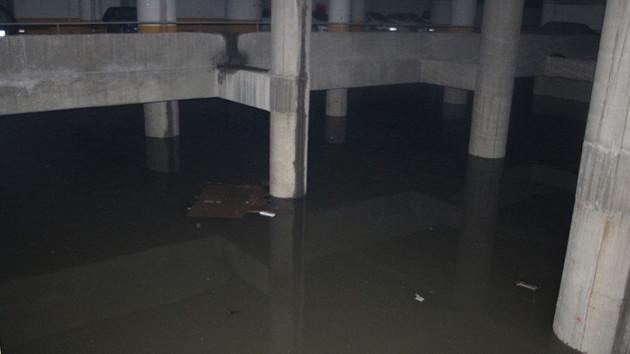 İzmir şehirler arası otobüs terminali sular altında!