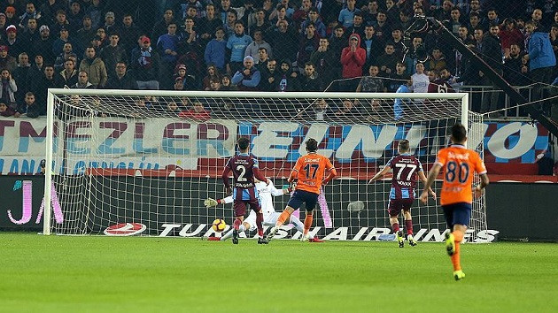 Sabah yazarından Başakşehir maçı hakemine tepki