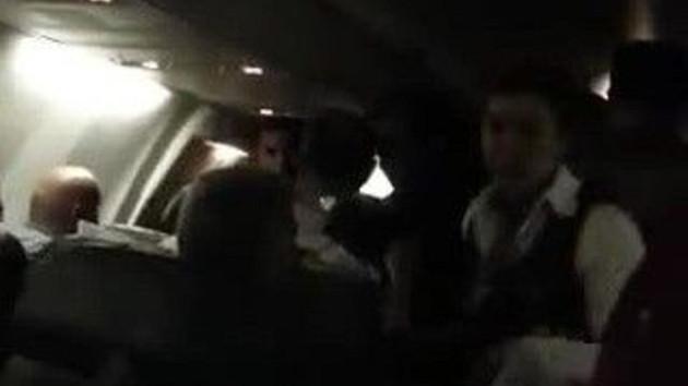 Antalya uçağı hostese yumruk atan yolcu nedeniyle acil iniş yaptı