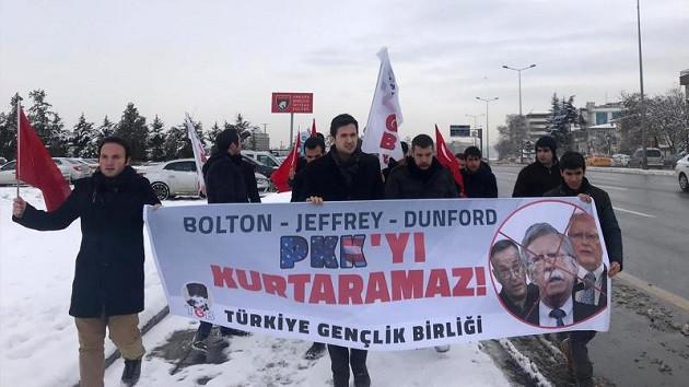 John Bolton'u Beştepe'de protesto eden TGB'lilere gözaltı!