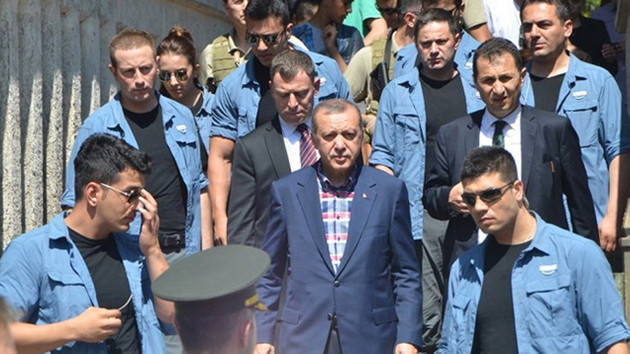 AKP'li vekiller Cumhurbaşkanlığı korumalarından şikayetçi: Bizi itip kakıyorlar