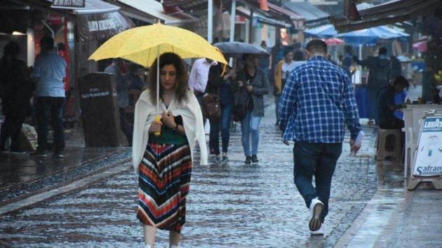 Meteoroloji'den son dakika kuvvetli yağış uyarısı! Sel baskınlarına dikkat