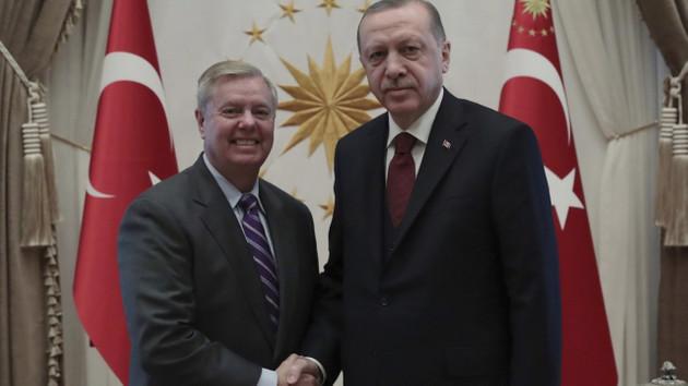 Bir hafta önce Erdoğan ile poz veren ABD'li Senatörden tehdit mesajı: Cehennemden gelen yaptırımlar