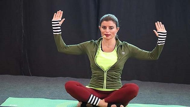 Ece Vahapoğlu'na şok! MEB çocuk yogası etkinliğini iptal etti