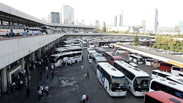 Otobüsün merdiveninde Erdoğan fotoğraflı gazeteyi görünce..