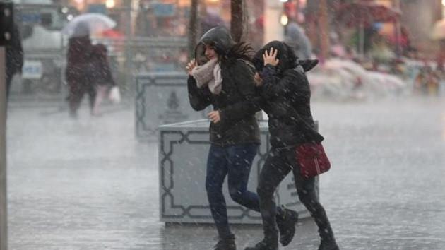 İstanbul'da köprüler kilit seferler iptal!