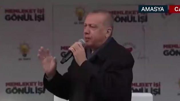 Erdoğan ezan sırasında sustu, sloganlar devam edince canlı yayın kesildi