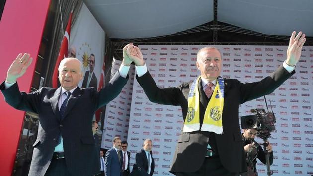 Erdoğan: Sahte senetlerle ortalıkta dolaşan bu şahısla Ankara'ya bela vermeyin
