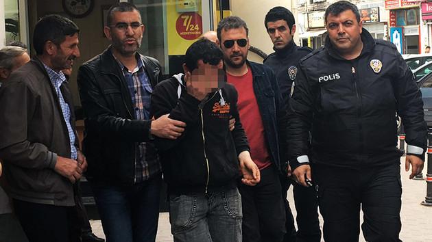 Genç kadını taciz ettiği iddia edilen kişi taksi durağında dövüldü